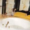 <h3>Dans la salle de bain avec Pascal Greggory…</h3>