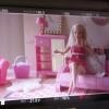 la poupée dans son salon